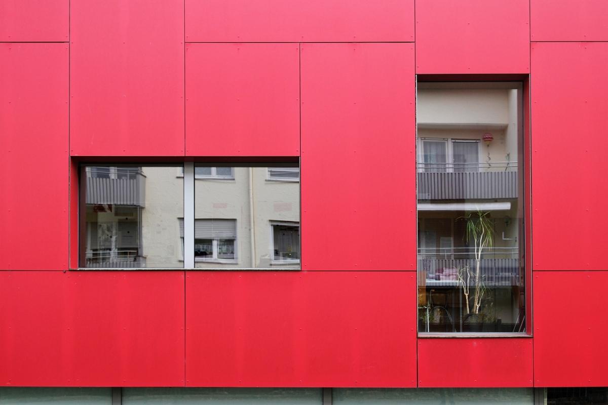 2015-11-22: red facade