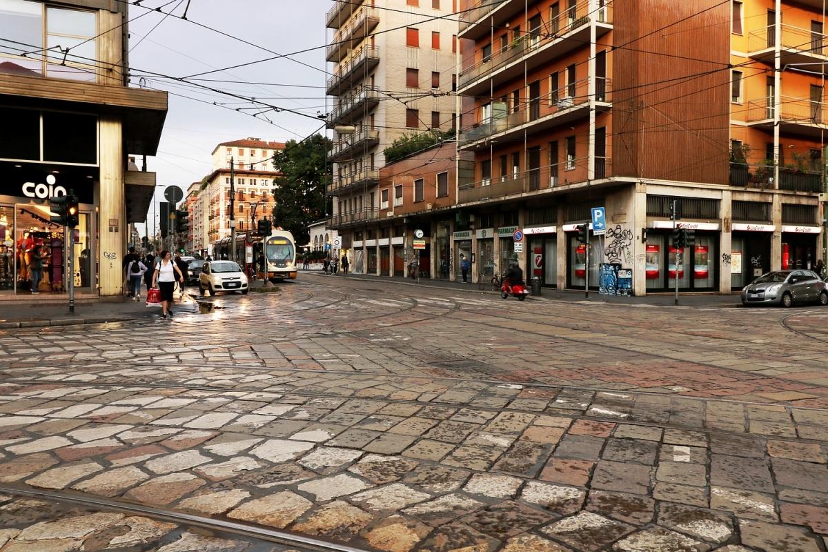 2017-09-25: corner of the street